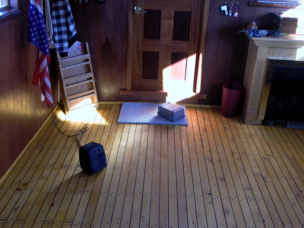 Poseidon Marine - Eros - beautiful floor inside the cabin extension