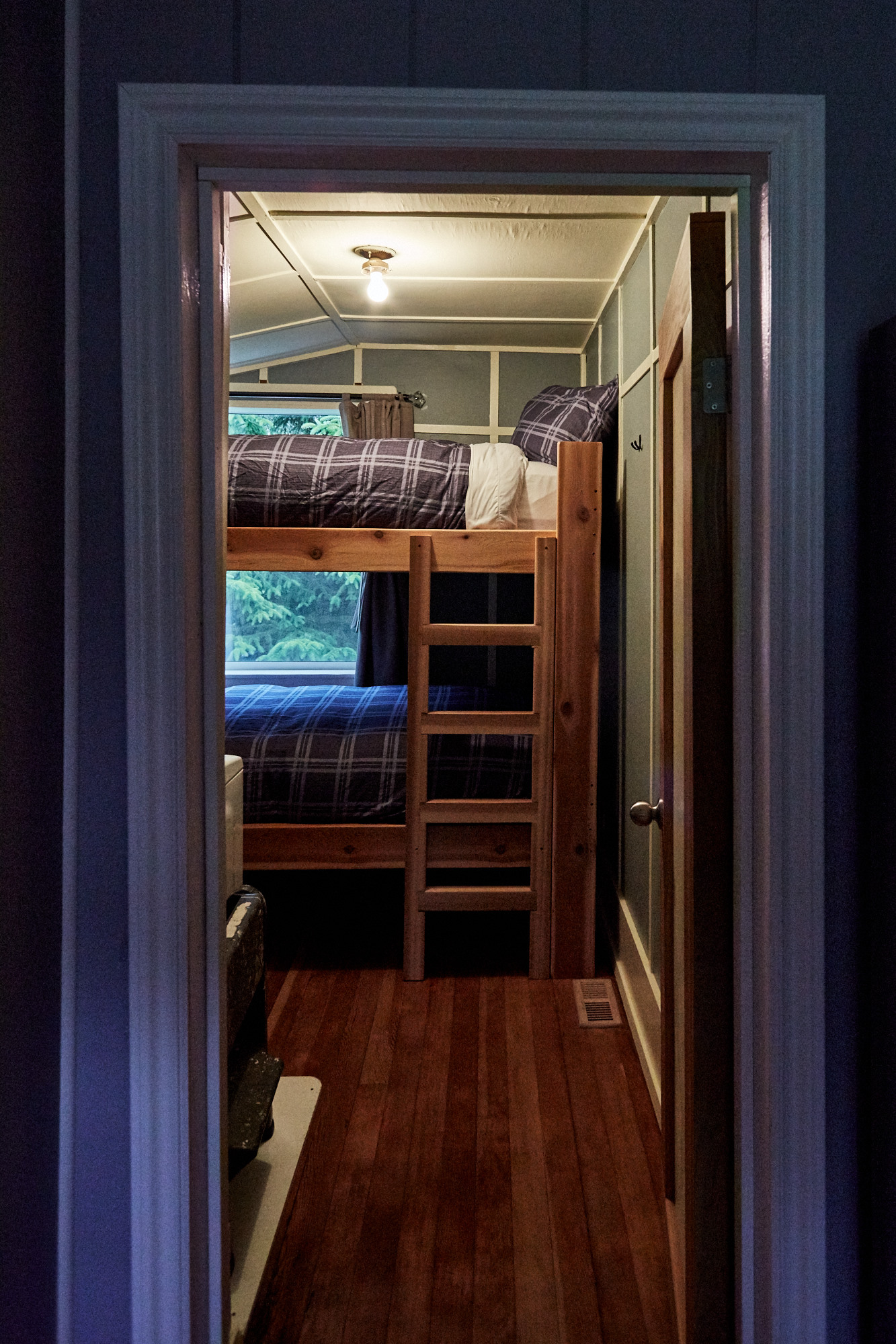Cassiar Cannery - Halibut House-bunk bed bedroom